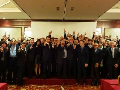 Santinelli Holds Worldwide Lens Edge Summit Meeting